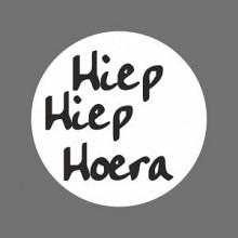 Etiket / Sticker   wit-zwart 'Hiep Hiep Hoera' 500 stuks